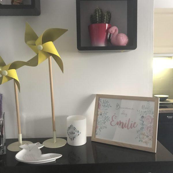 cadre aquarelle peinture fleurs flowers watercolor name personnalisé bienvenue chez nous famille décoration étagère murale personnalisée